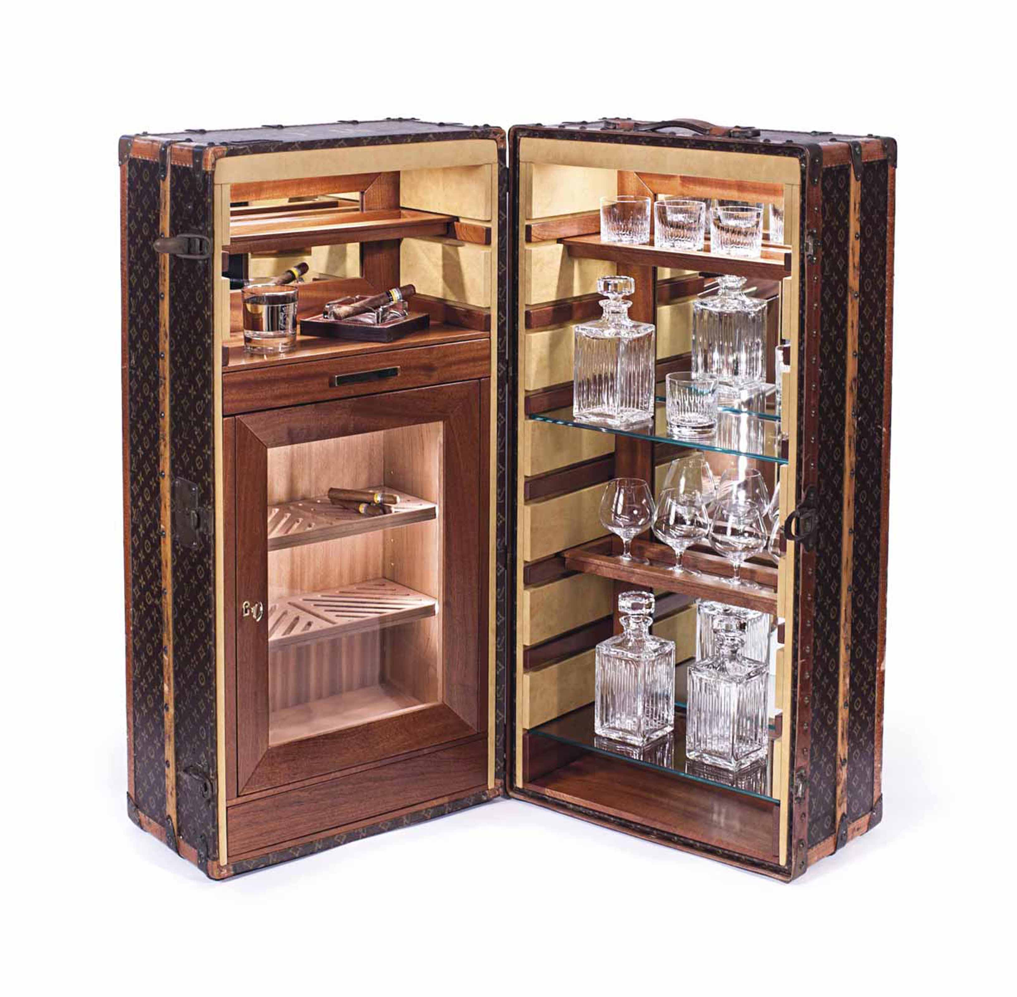 LOUIS VUITTON. A VERY FINE WARDROBE TRUNK WITH HUMIDOR AND DISPLAY SHELVES, CUSTOMIZED BY BERNARDINI LUXURY VINTAGE
