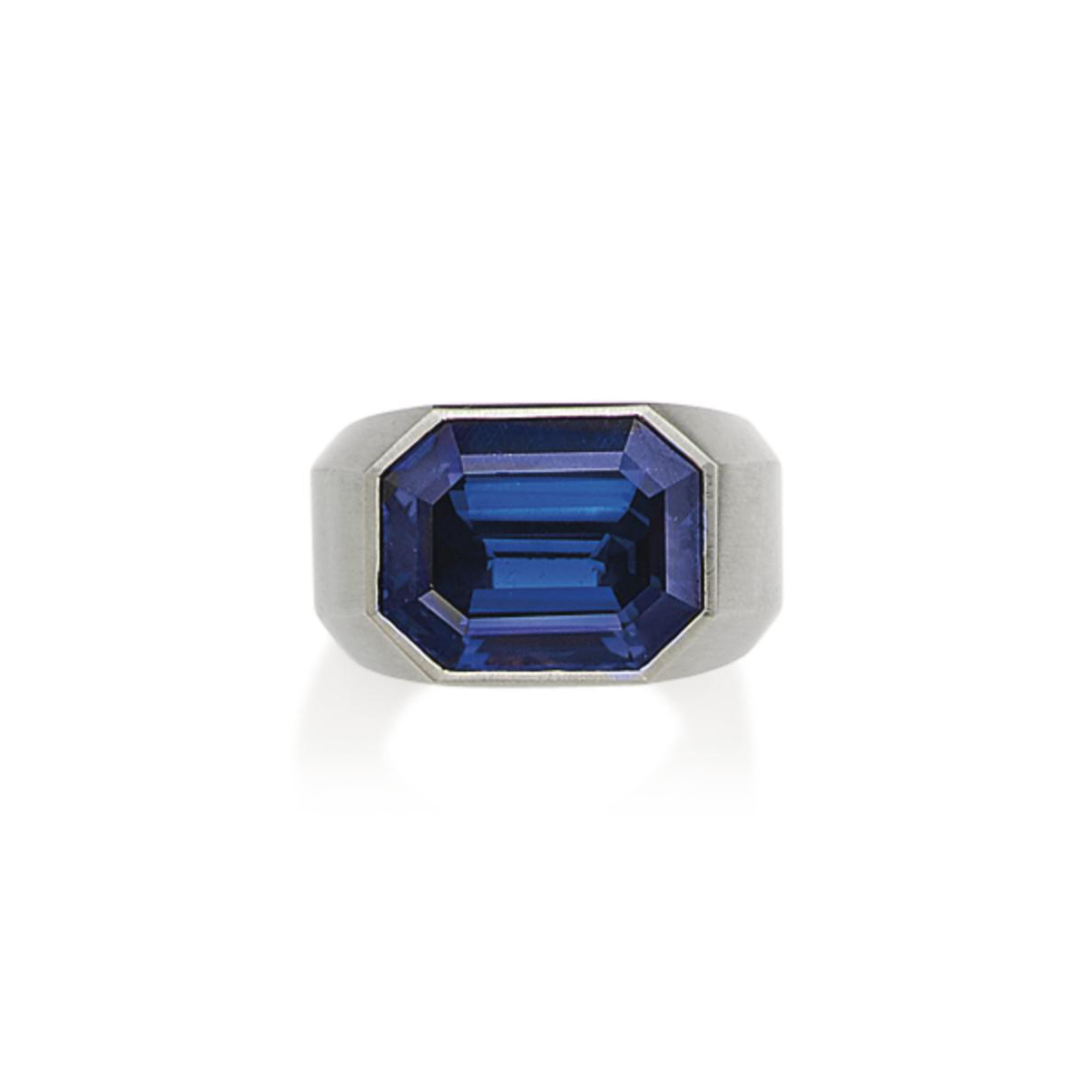 A SAPPHIRE RING, BY HEMMERLÉ