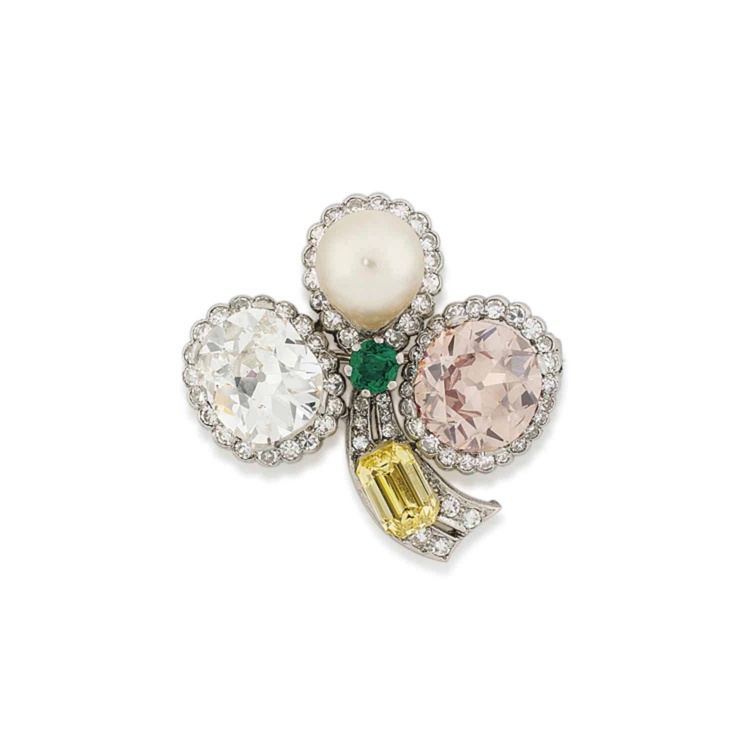 A COLOURED DIAMOND, PEARL, EMERALD AND DIAMOND CLOVER LEAF BROOCH