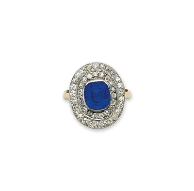 A SAPPHIRE AND DIAMOND RING