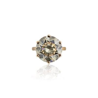 A COLOURED DIAMOND RING, BY BU