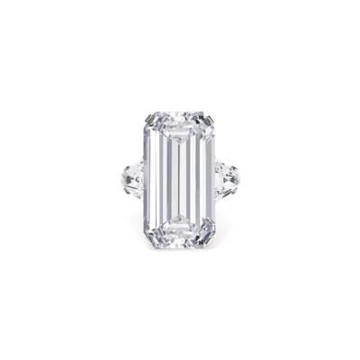AN ELEGANT DIAMOND RING, BY BU