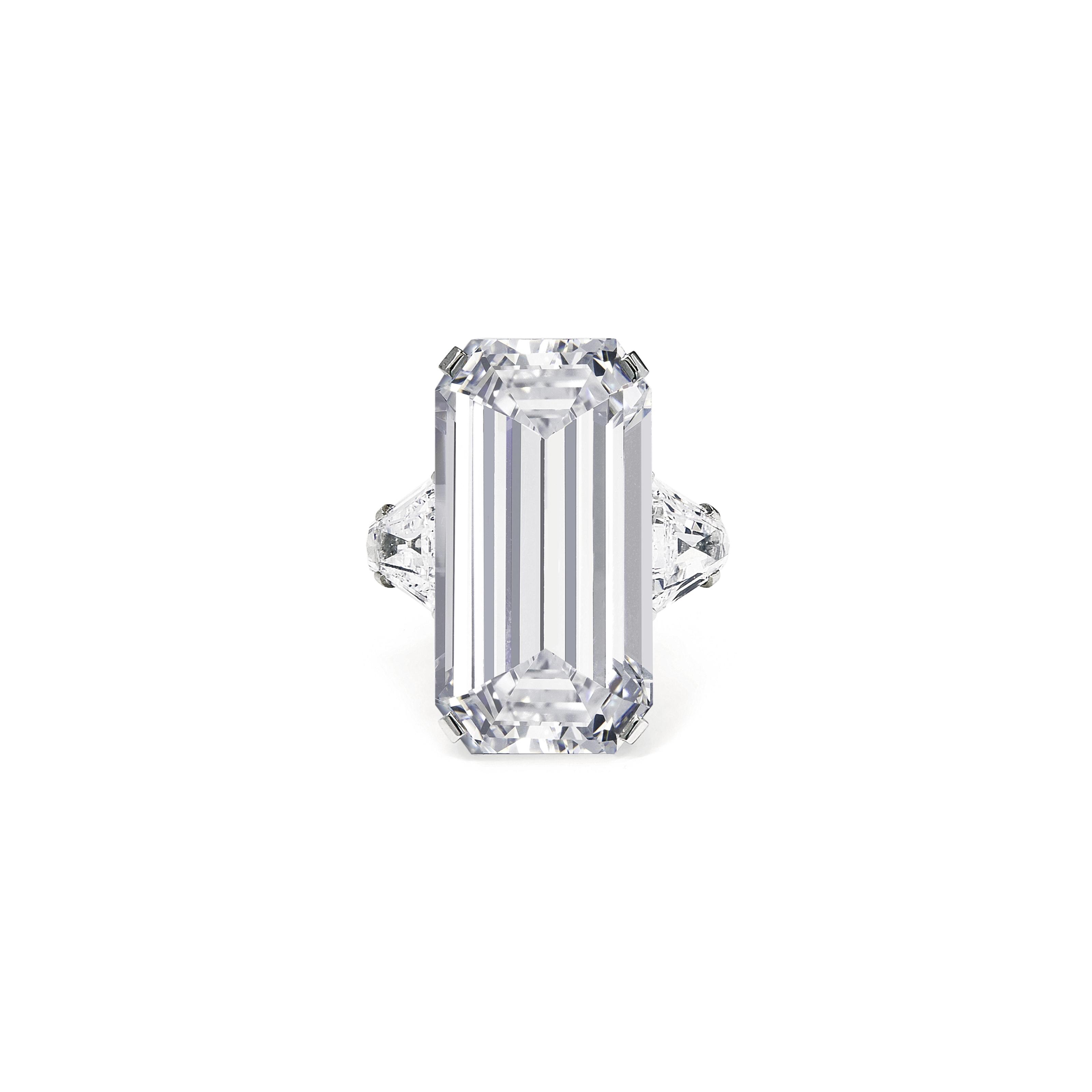 AN ELEGANT DIAMOND RING, BY BULGARI