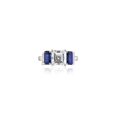 A DIAMOND AND SAPPHIRE RING, B