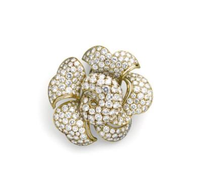 A DIAMOND BROOCH, BY BULGARI