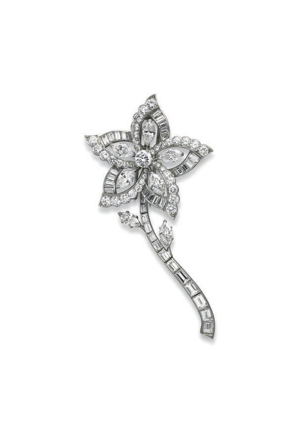 A DIAMOND FLOWER BROOCH/PENDAN