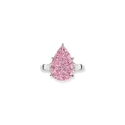 A RARE COLOURED DIAMOND RING