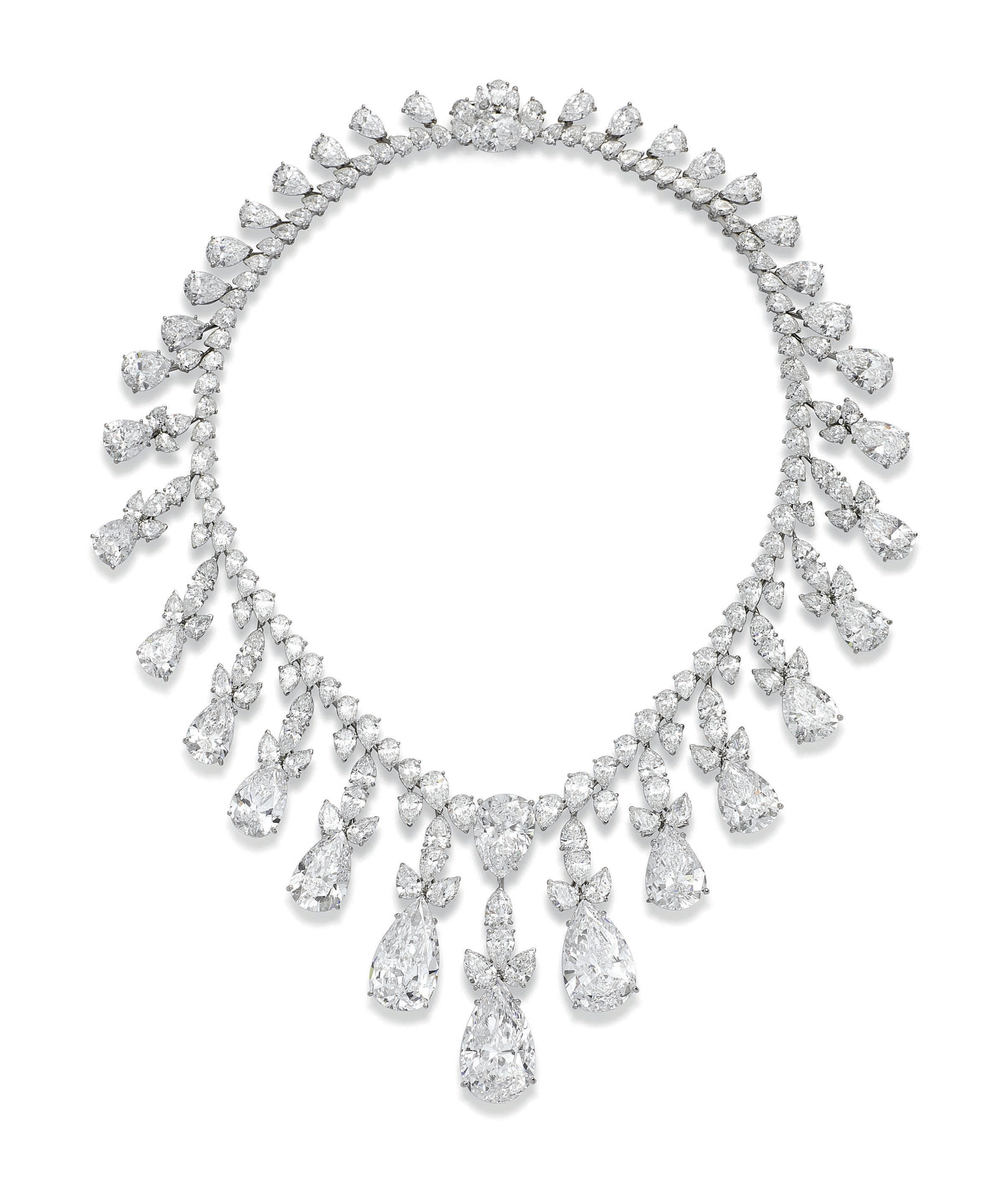AN IMPRESSIVE DIAMOND FRINGE N