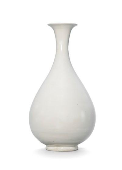A DING-TYPE WHITE-GLAZED VASE,