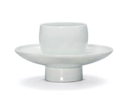 A QINGBAI CUP STAND