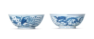 A PAIR OF BLUE AND WHITE 'DRAG