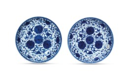 A PAIR OF BLUE AND WHITE 'FLOR