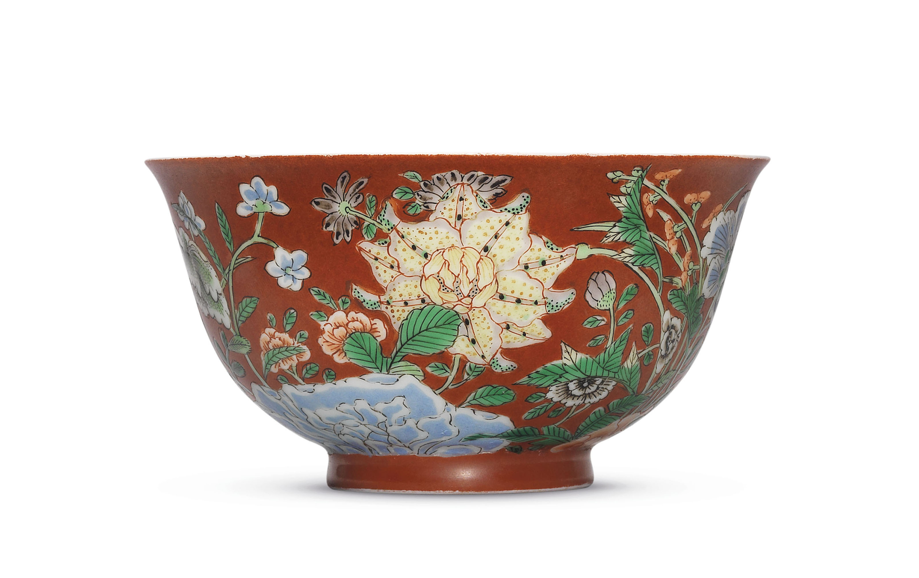 AN IMPERIAL FAMILLE VERTE  CORAL-GROUND 'FLORAL' BOWL