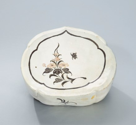 A HENAN INCISED AND PAINTED PO