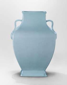 AN IMPORTANT LARGE AND RARE RU-TYPE BALUSTER VASE, FANGHU