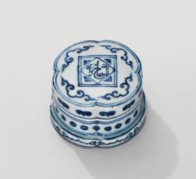 A VERY RARE BLUE AND WHITE 'KORANIC-VERSE' QUATREFOIL BOX AN