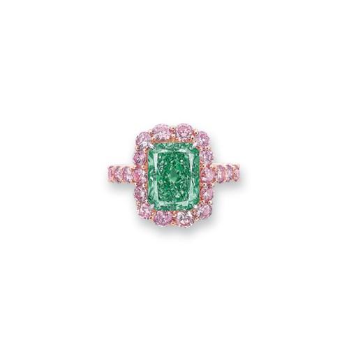 A SUPERB COLOURED DIAMOND RING
