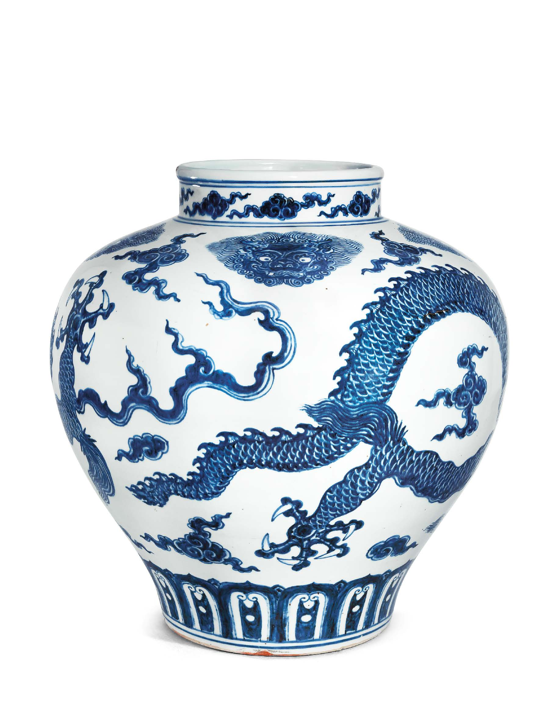 A MAGNIFICENT VERY RARE LARGE BLUE AND WHITE 'DRAGON' JAR, GUAN