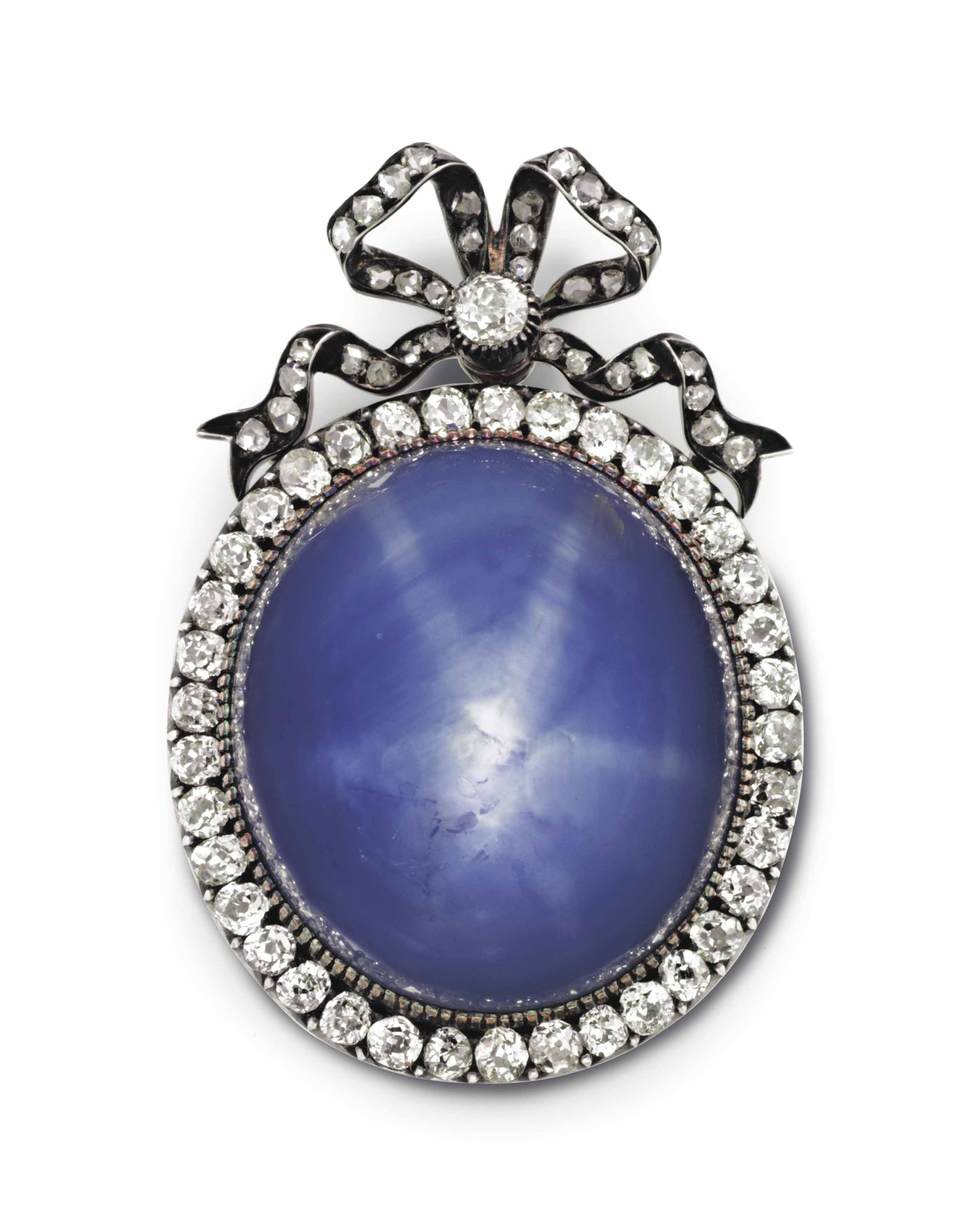 A SILVER TOPPED GOLD-MOUNTED STAR SAPPHIRE AND DIAMOND PENDANT BROOCH