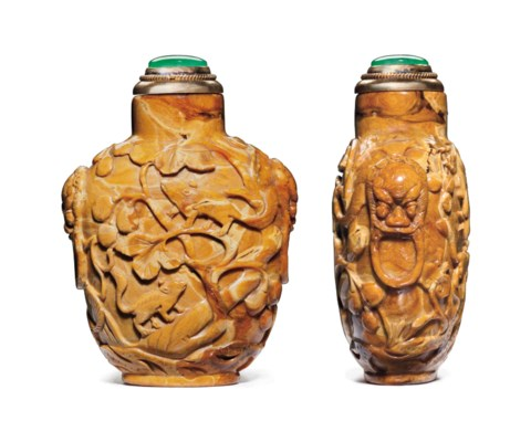 A CARVED ROOT AMBER SNUFF BOTT