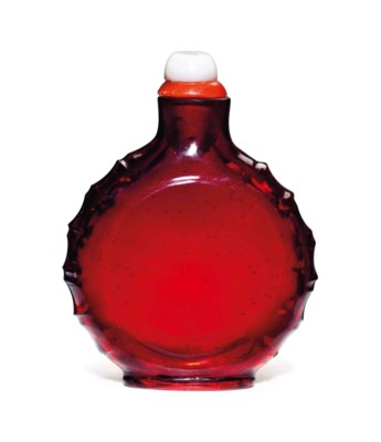 A RUBY-RED GLASS SNUFF BOTTLE