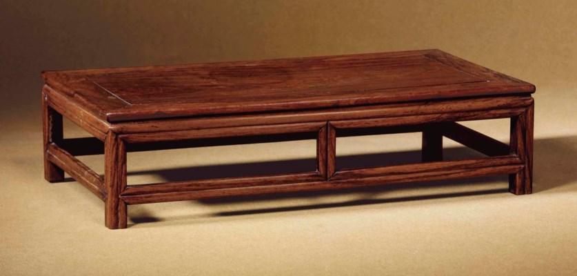 A HUALI TABLE-FORM DISPLAY STA