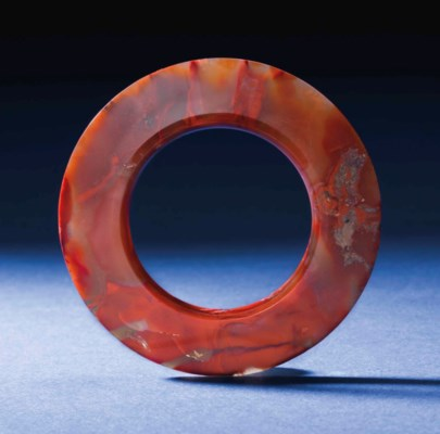 A CARNELIAN AGATE FACETED RING