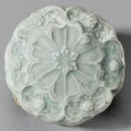 A QINGBAI FLOWER-FORM BOX AND