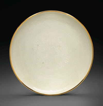 A LARGE DINGYAO MOLDED DISH