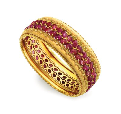 A RUBY AND GOLD BANGLE BRACELE