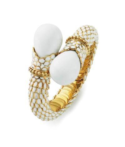 AN ENAMEL AND GOLD BRACELET, B