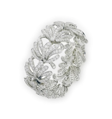 A DIAMOND AND PLATINUM BRACELE