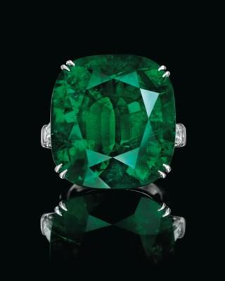 A SUPERB EMERALD AND DIAMOND R