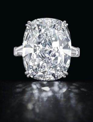 A RARE DIAMOND RING, BY LEVIEV