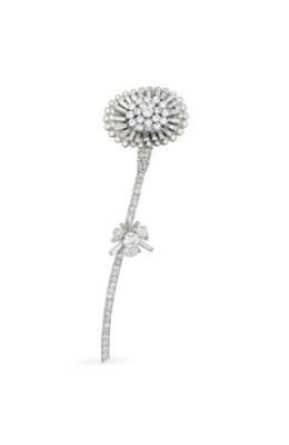 A DIAMOND FLOWER CLIP BROOCH,