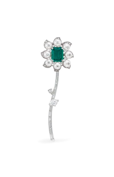 AN EMERALD, NATURAL PEARL AND