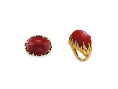 ~A CORAL AND GOLD RING
