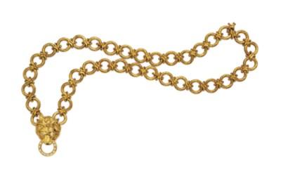 A DIAMOND AND GOLD LION PENDAN