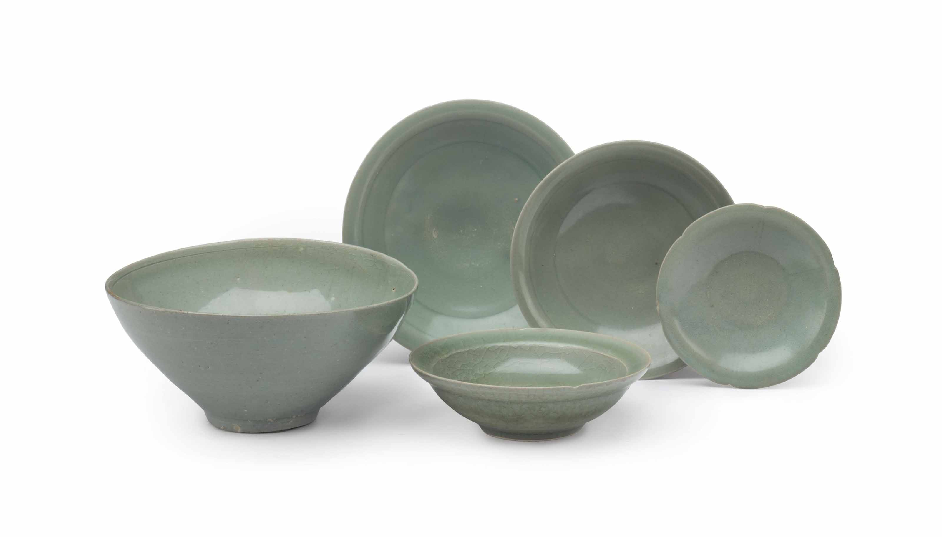 FIVE CHINESE CELADON-GLAZED DI