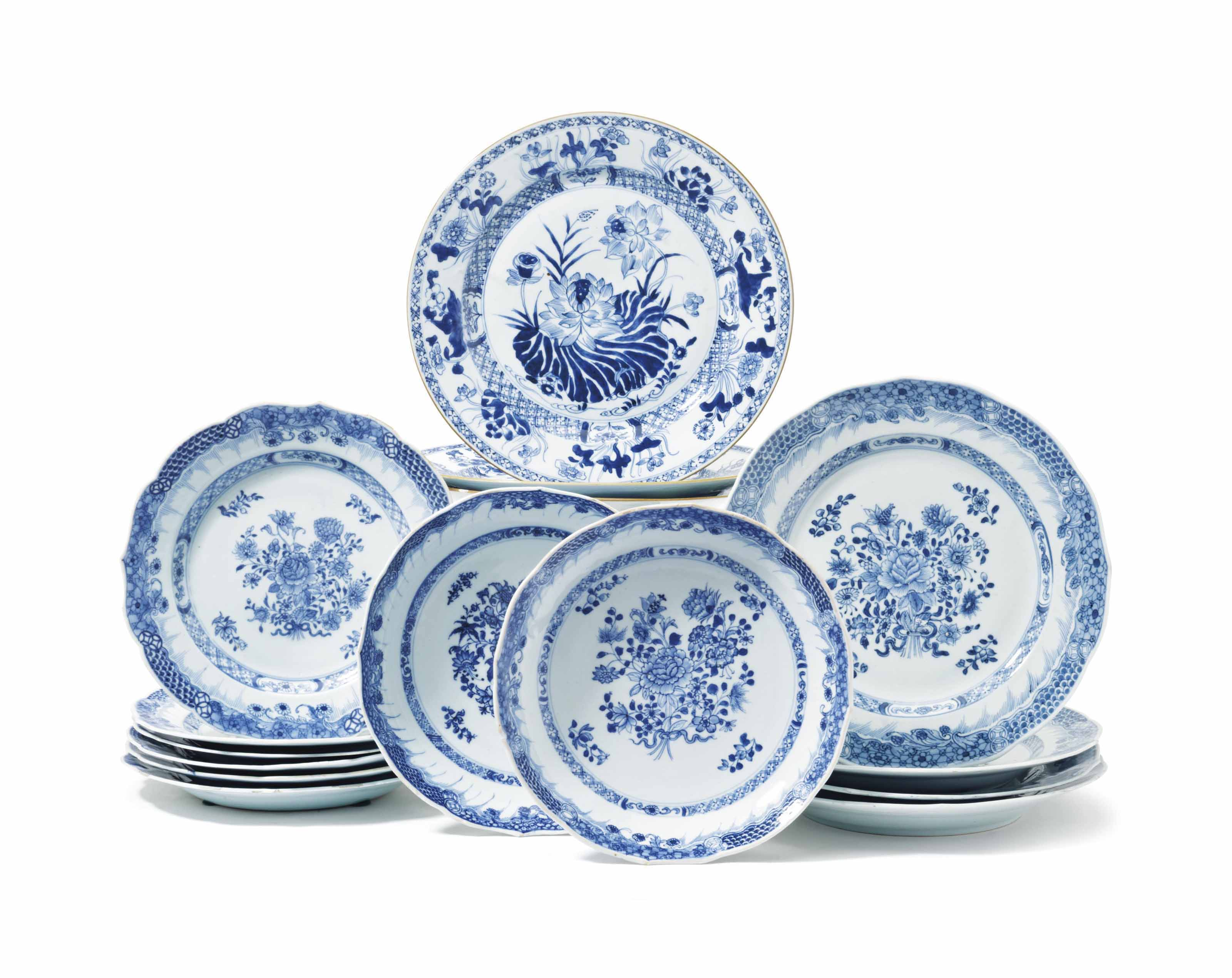 AN ASSEMBLED SET OF CHINESE BLUE AND WHITE DISHES