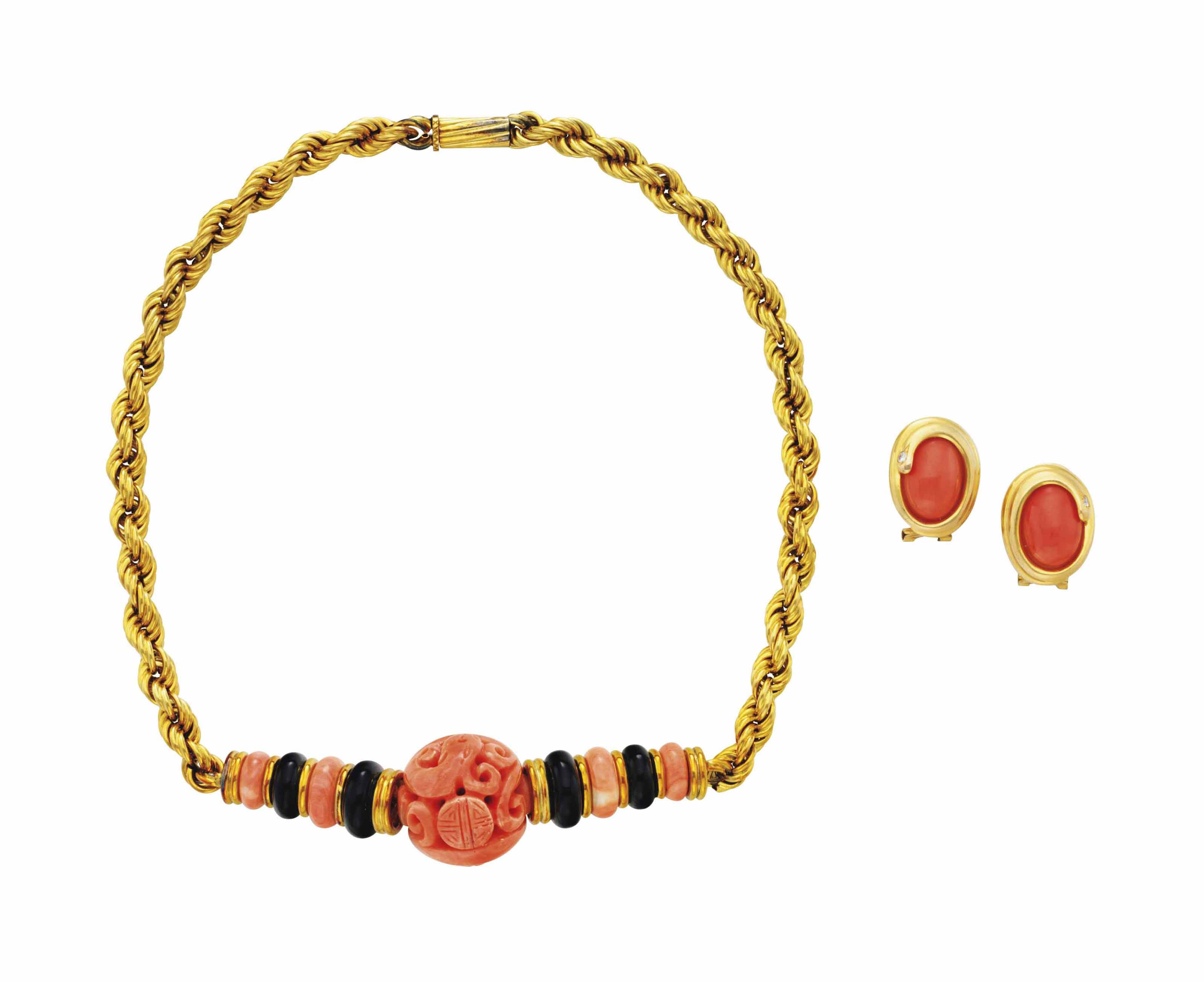A YELLOW GOLD, CORAL AND ONYX NECKLACE, AND A PAIR OF GOLD, CORAL AND DIAMOND EAR CLIPS