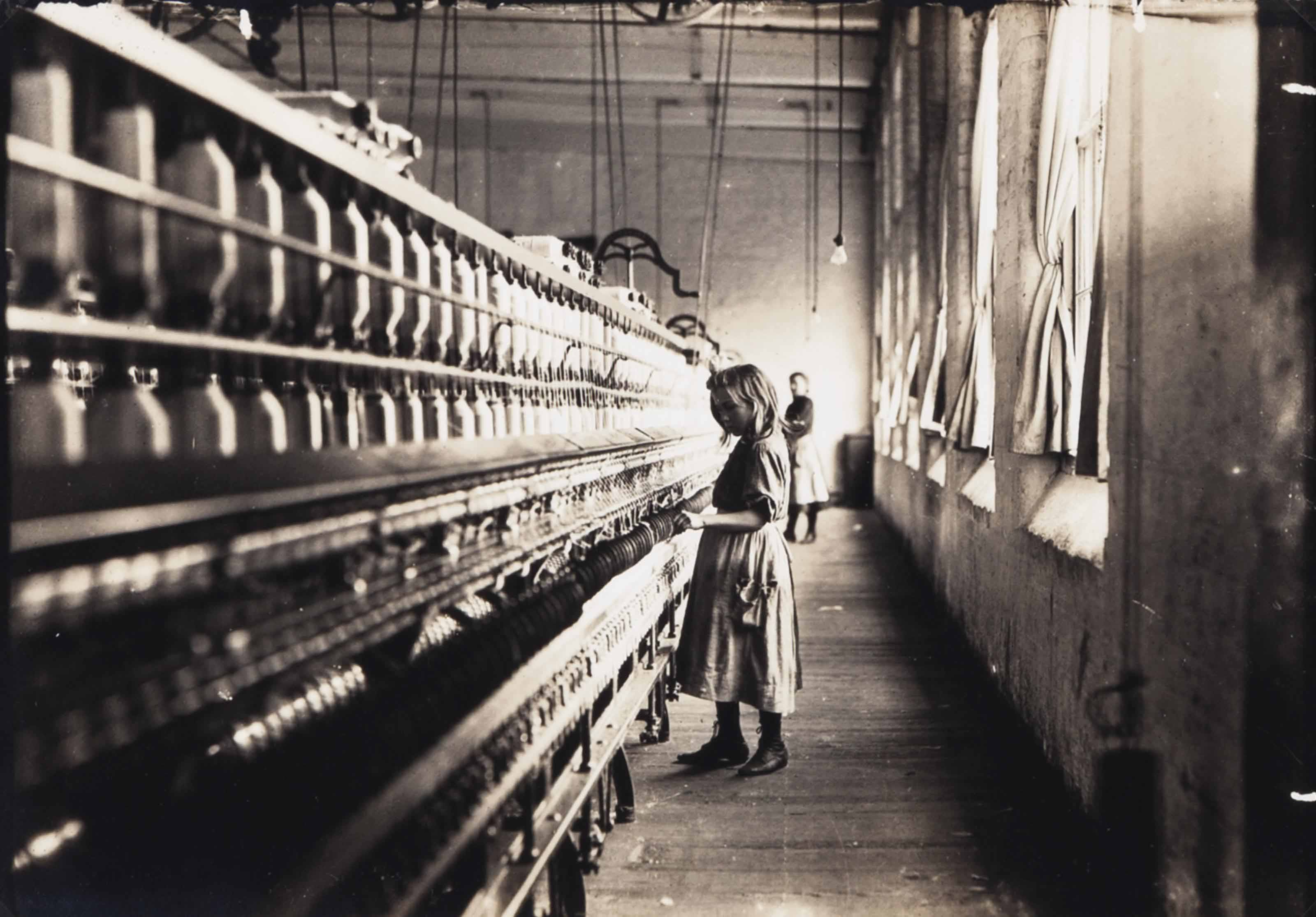 Girl working in a Carolina cotton mill, 1908