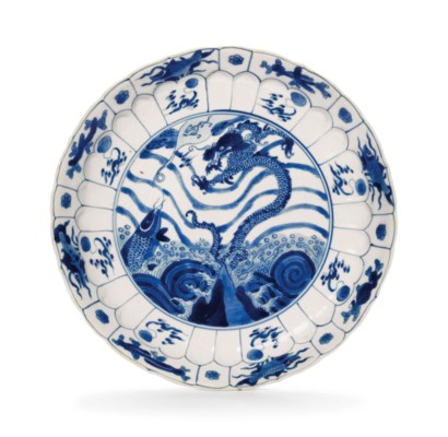 A MOLDED BLUE AND WHITE DISH