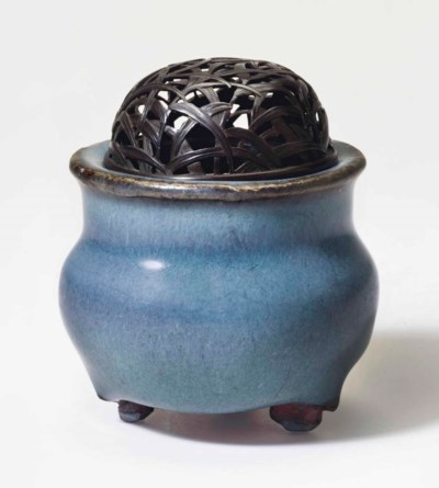 A MINIATURE JUN TRIPOD CENSER