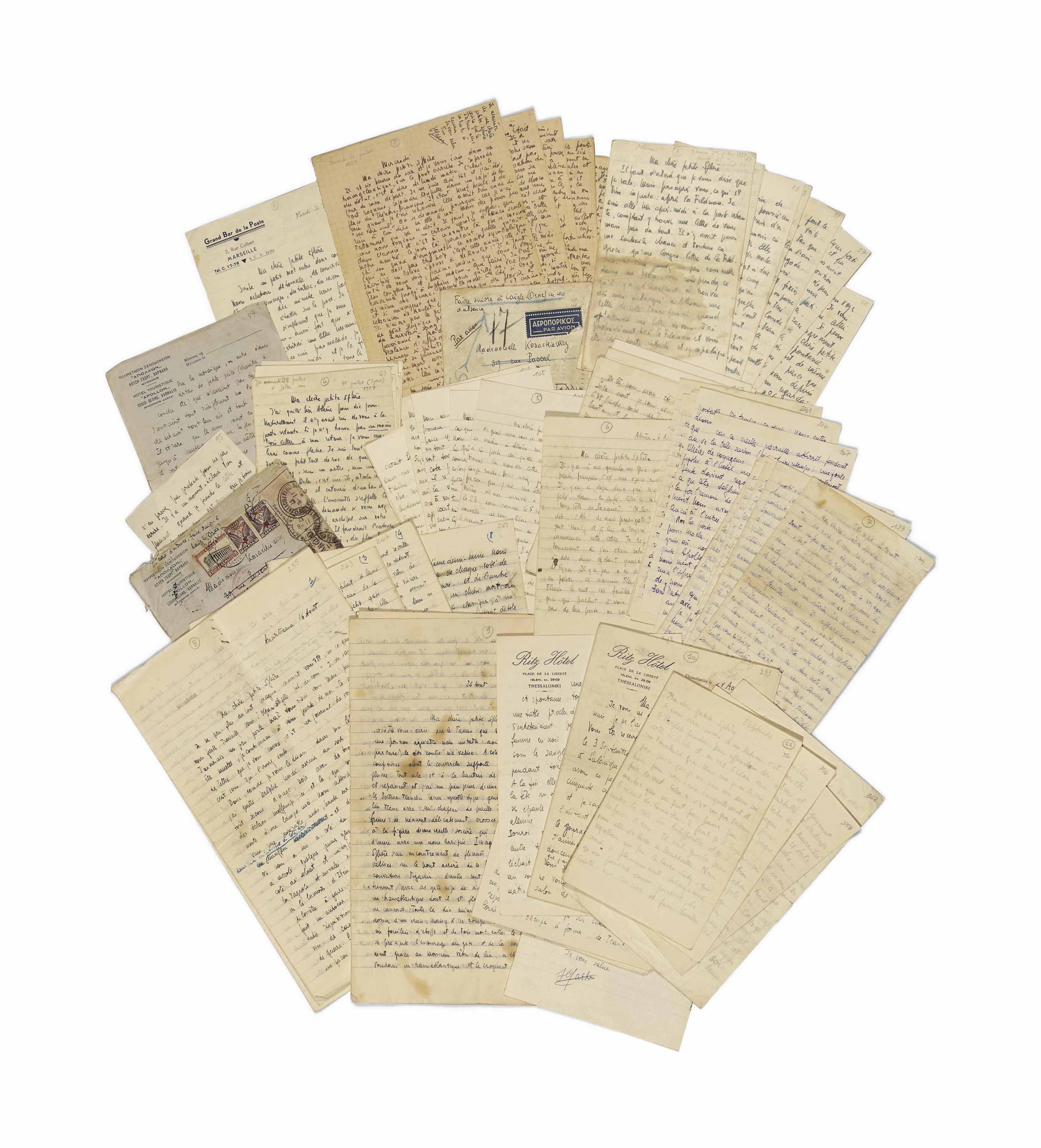 Jean-Paul SARTRE (1905-1980). Réunion de 11 très longues lettres autographes signées à Wanda Kosakiewicz, SU 20 juillet au 8 septembre 1937. 358 pages in-12 et in-4, la plupart in-12. Encres noire, bleue, violette ou turquoise et crayon sur papier ligné ou quadrillé. Trois enveloppes conservées. Datation ultérieure au crayon. (Rousseurs et mouillures affectant quelques lettres.)