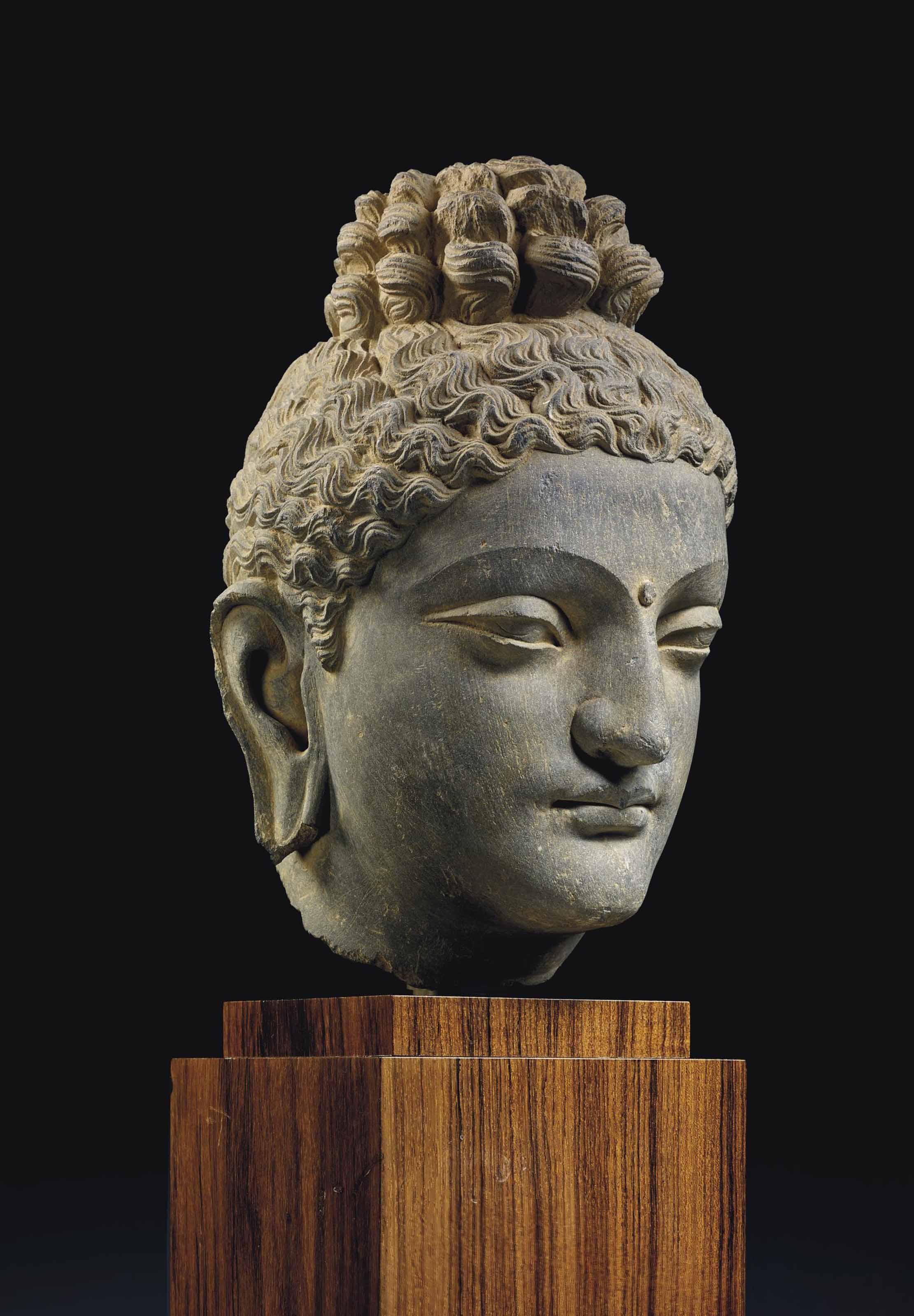 rare tete de bouddha shakyamuni en schiste gris region du gandhara iieme iiieme siecle. Black Bedroom Furniture Sets. Home Design Ideas