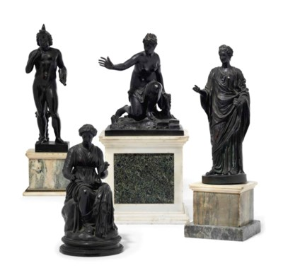 ENSEMBLE DE QUATRE FIGURES CLA