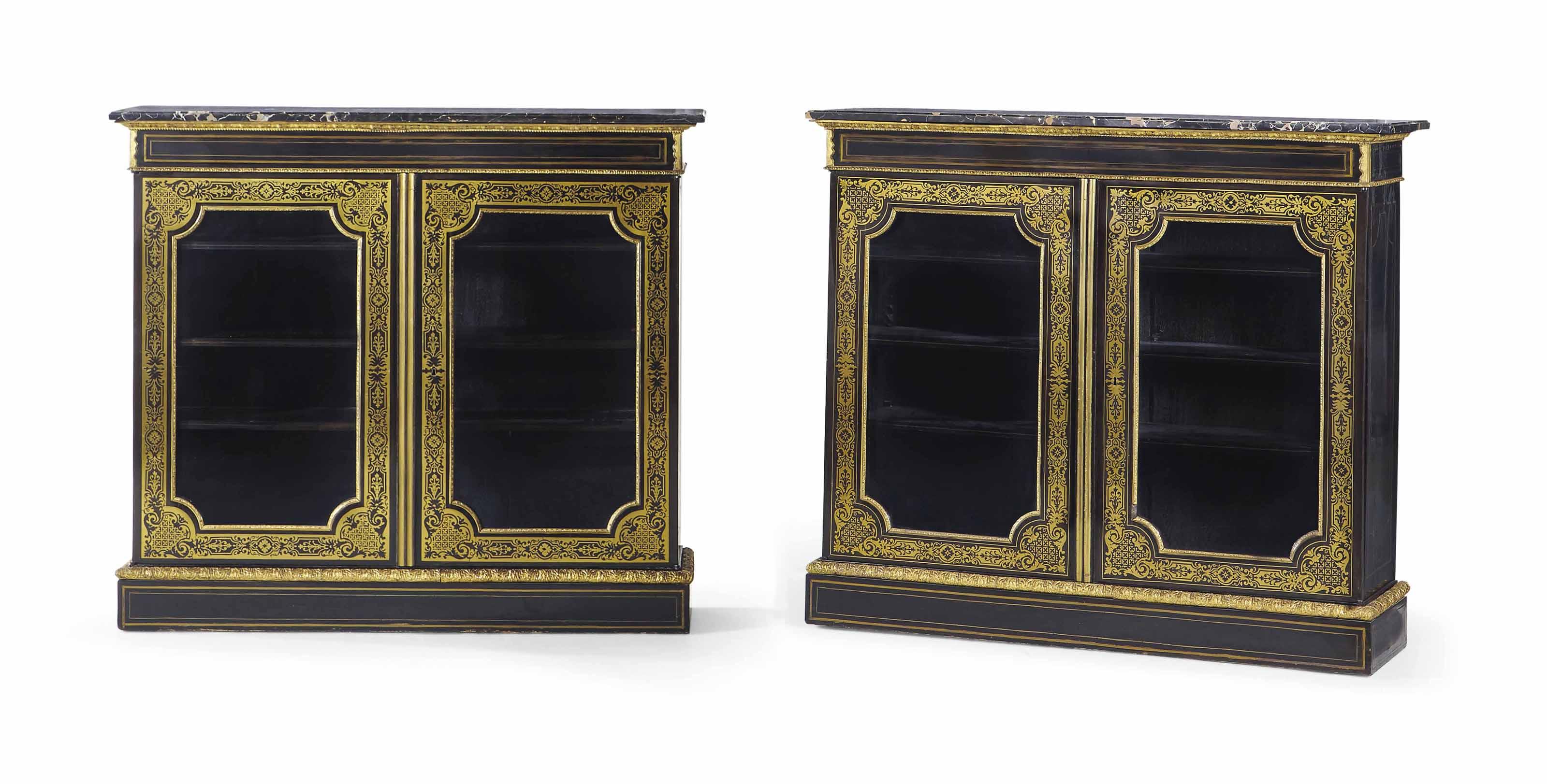 paire de bibliotheques basses du xixeme siecle. Black Bedroom Furniture Sets. Home Design Ideas