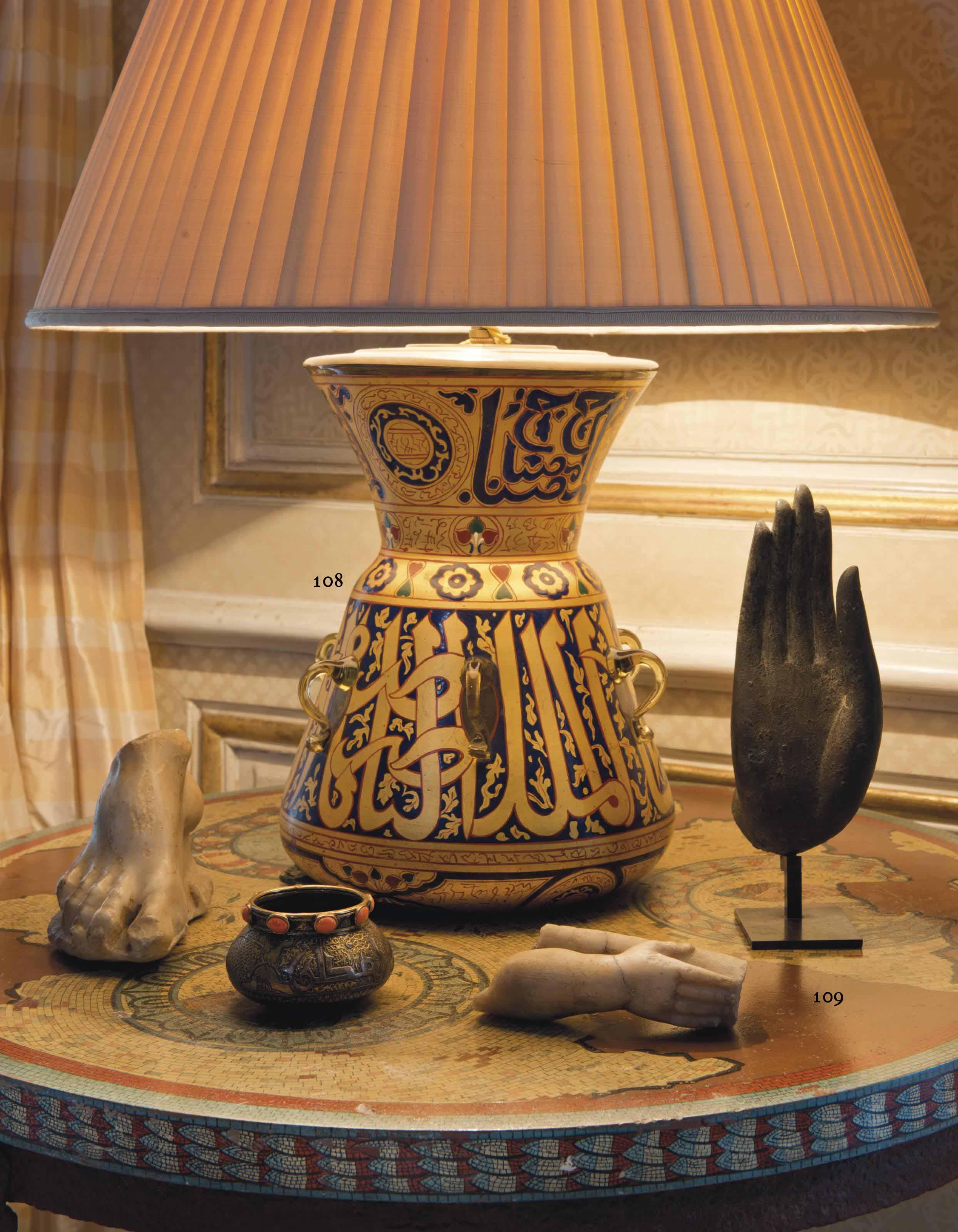 UNE LAMPE DE MOSQUEE EN VERRE