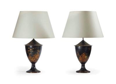 PAIRE DE VASES MONTES EN LAMPE
